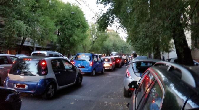 Ma dobbiamo morire di traffico, furgoni e cartoni? E la Metro C che fine ha fatto?