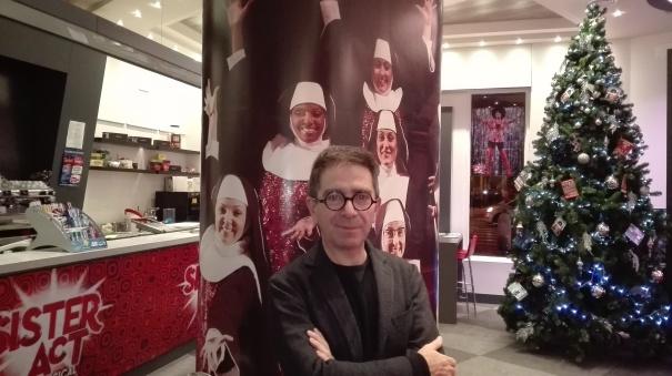 (foto) l'attore Pino Strabioli al teatro Brancaccio (Sister Act)