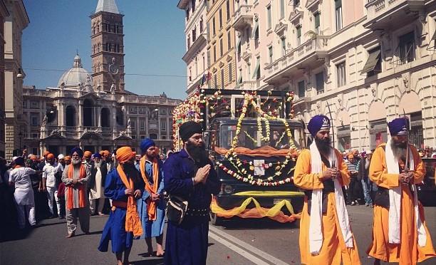 24 aprile 2016 corteo Sikh attraverso alcune vie del rione