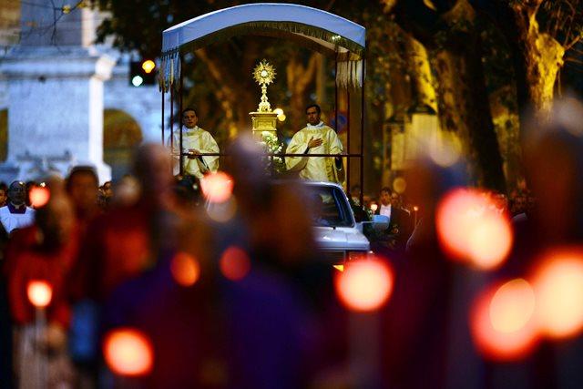 Giovedì 26 maggio 2016 Processione del Corpus Domini a via Merulana