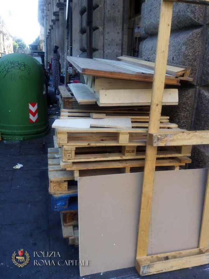 Piazza Vittorio, scoperto a gettare rifiuti a terra: multa di 625 Euro.