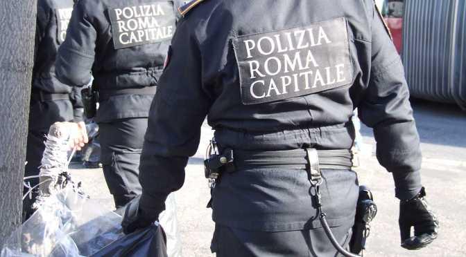 Termini, minaccia i Vigili con una pistola: arrestato venditore abusivo