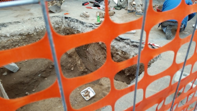 Durante i lavori Italgas a viale Manzoni ritrovati reperti archeologici