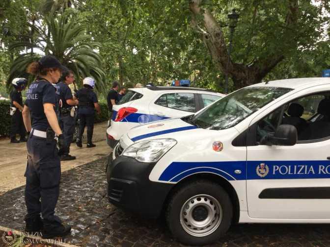 15/06/18 Piazza Vittorio: minacce e spinte agli agenti, arrestato pusher