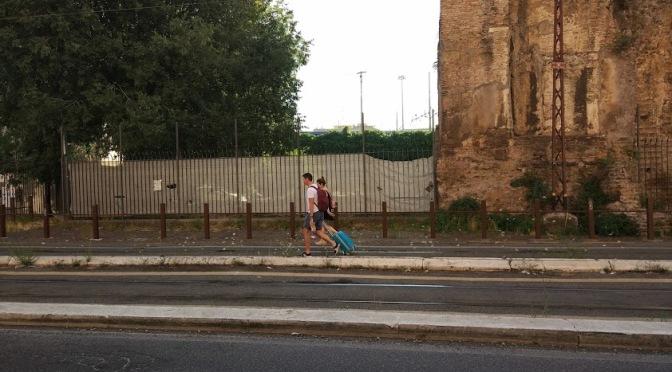 Via Giolitti, il cd Tempio di Minerva Medica e la vita pericolosa dei pedoni e dei turisti