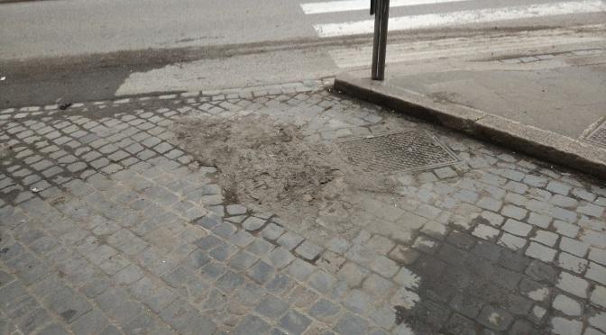 Evento epocale a via di Porta Maggiore: disostruiscono le caditoie!!!