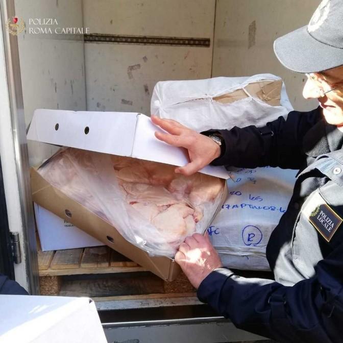 Esquilino: sequestrati 100 kg di alimenti trasportati in un furgone a temperature non a norma