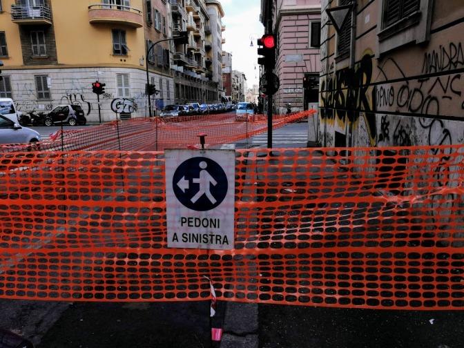 Allarme rosso per i marciapiedi dell'Esquilino: a via Bixio per poco non si è aperta una grossa voragine