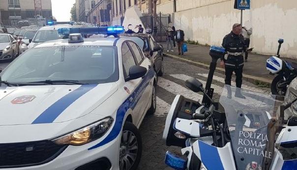Stazione Termini, si oppone ad un controllo e viene arrestato da una pattuglia della Polizia Locale.