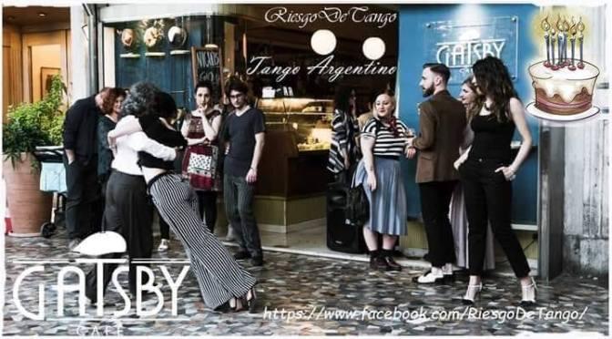 """29 giugno 2019 """"Lezione e Milonga Libera – Portici di Piazza Vittorio"""" al Gatsby Cafè"""