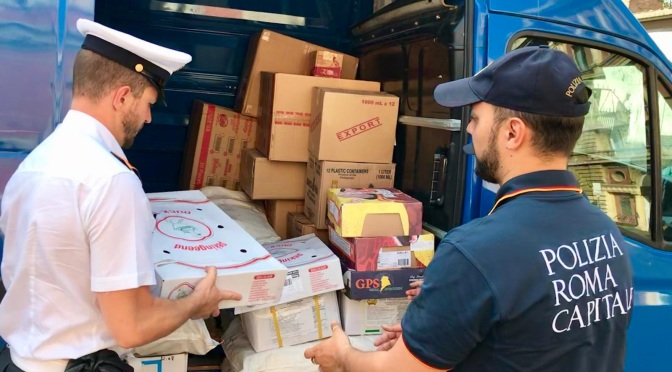 Stazione Termini: Polizia Locale sequestra 300 kg di merce alimentare. Eseguito il fermo amministrativo del furgone utilizzato per la vendita illegale.