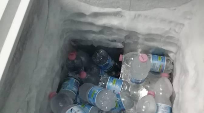 """Abusivismo commerciale: scoperta """"base di rifornimento"""" dei venditori abusivi. Denunciata una persona e sequestrate oltre 500 bottigliette congelate."""