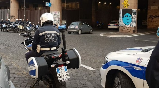 Rubano zaino contenente oggetti di valore  a coppia di turisti, arrestati dalla Polizia Locale