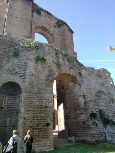 Tempio di Minerva Medica: Architettura maestosa