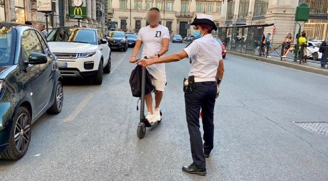 Monopattini, oltre 150 illeciti contestati nel Centro Storico: controlli mirati da parte della Polizia Locale
