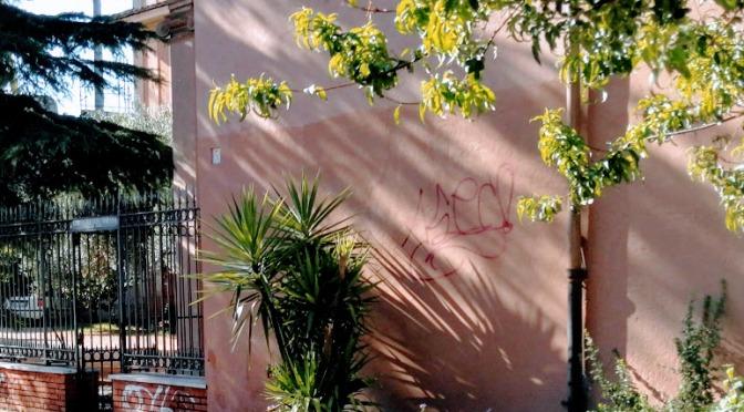 Di nuovo in azione i vandali sul muro esterno di Santa Bibiana