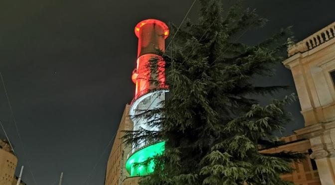 La torre piezomerica della Stazione Termini non solo è stata ripulita ma ora è anche illuminata