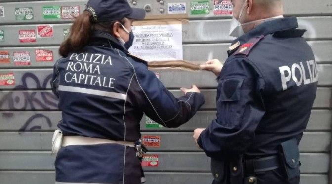 Minimarket e frutterie irregolari, proseguono gli interventi della Polizia Locale. Chiusura di un esercizio e sequestro di 700 chili di frutta e verdura devoluti in beneficenza