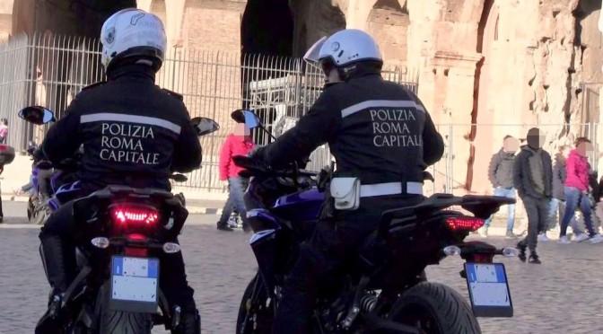 Polizia Locale, va avanti l'opera di contrasto all' abusivismo: fermato un centurione al Colosseo. A Porta Maggiore ennesimo intervento contro i mercatini illegali.