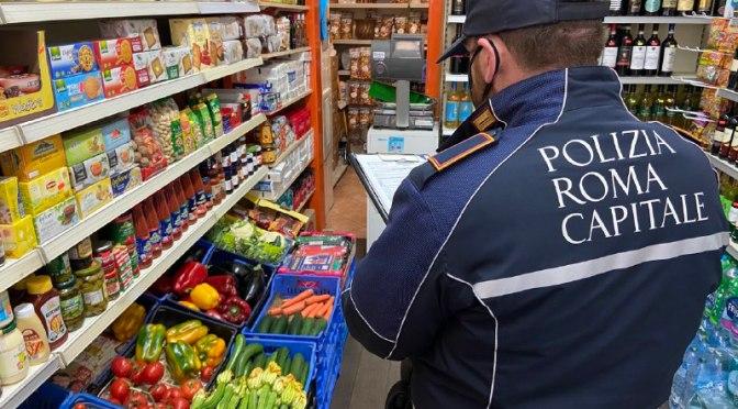 Assembramenti e minimarket, controlli e sanzioni da parte della Polizia Locale. Denunciate 3 persone e chiuso un locale in zona piazza Bologna.