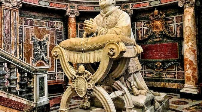 La grande scultura di papa Pio IX in Santa Maria Maggiore